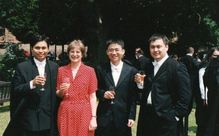 2002-03 alumnus Mr Bounthanongsack Chanthalath from Laos (1st on left) with Alison Nicol, former Administrator (2nd on left)