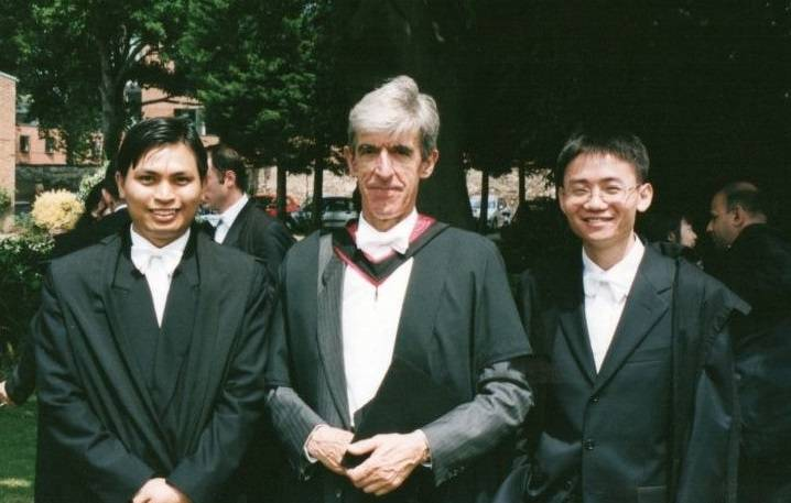 2002-03 alumnus Mr Bounthanongsack Chanthalath from Laos (1st on left) with Ambassador Christopher Long, former Director (centre)